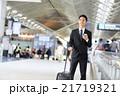 空港 出張 ビジネスマンの写真 21719321