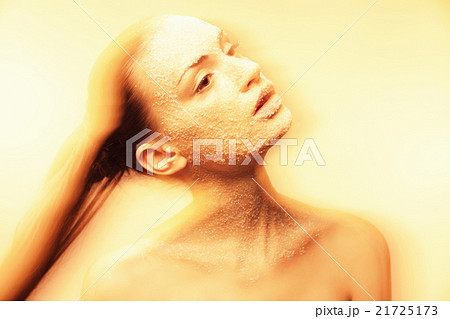 Mystical young woman with creative golden makeupの写真素材 [21725173] - PIXTA