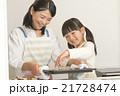 お菓子作り 手作り 親子の写真 21728474