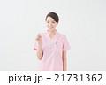 歯ブラシを持つ女性(歯医者) 21731362