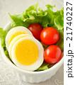 ゆで卵とトマトのサラダ(ハイアングルアップ) 21740227