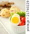 ゆで卵とトマトのサラダ スーコンランチプレート(縦位置) 21740229