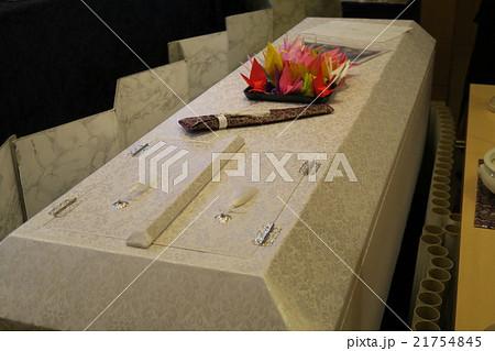 折り紙の鶴で飾ったお棺 21754845