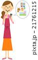 スマートフォンを触るエプロンの女性  21761215