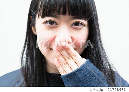 笑顔がかわいい女性 21768471
