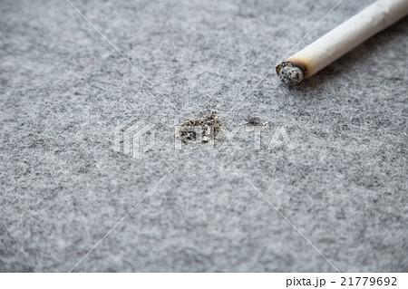 タバコの不始末 カーペット 21779692
