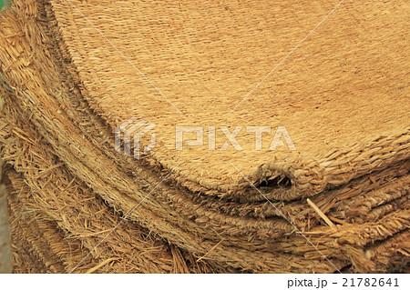 稲わらで作ったむしろ 21782641