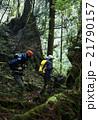 森林を歩く男性たち 21790157