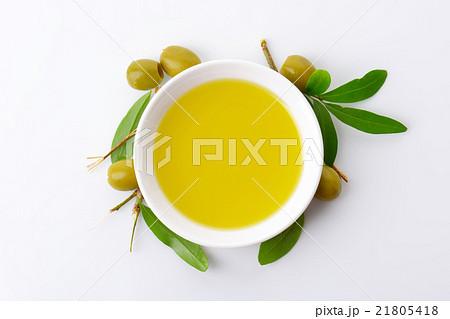 Bowl of olive oilの写真素材 [21805418] - PIXTA