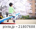 公園で遊ぶ幼児 21807688