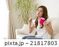 女性 20代 室内の写真 21817803