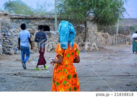 アフリカ・エチオピア女性のカラフルな民族衣装 21838818