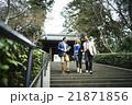 外国人旅行客を案内するガイド 21871856