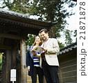 寺を観光する外国人旅行客 21871878