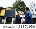 外国人旅行客を案内するガイド 21871930