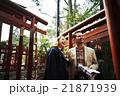 寺を観光する外国人旅行客 21871939