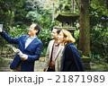 外国人旅行客を案内するガイド 21871989