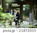 寺を観光する外国人旅行客 21872033