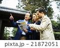 外国人旅行客を案内するガイド 21872051