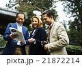 外国人旅行客を案内するガイド 21872214