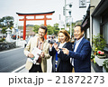 鎌倉を観光する外国人旅行客 21872273
