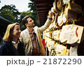 寺を観光する外国人旅行客 21872290
