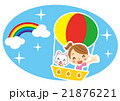 気球で空の旅を楽しむ白猫と女性 21876221