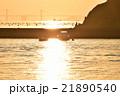 直島から望む夕日と小島 21890540