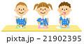 お弁当を食べる園児達 21902395