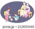 花火をする孫とおじいちゃん、おばあちゃん 21905040