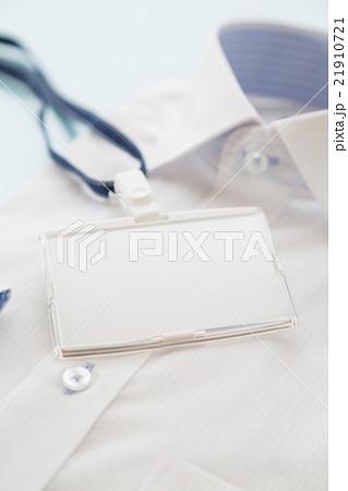 新しいシャツと社員証 ビジネスイメージ 21910721