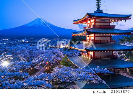 日本を象徴する風景【山梨県・新倉山浅間公園】 21913876