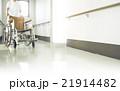 看護師と車椅子 21914482