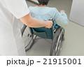 看護師と車椅子 21915001