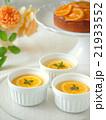 オレンジのフランとケーキでティータイム(縦位置) 21933552