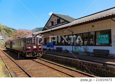 水沼駅に到着の列車 21934973