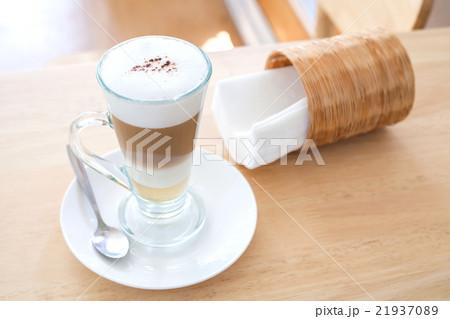 Cup of Hot  Latte Coffee on wood tableの写真素材 [21937089] - PIXTA
