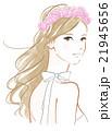 バラの花飾りの女性 21945656