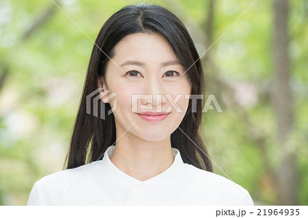 白い肌の女性 21964935