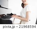 ピアノ 演奏 女性 21968594