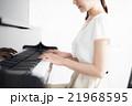ピアノ 演奏 女性 21968595
