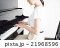 ピアノ 演奏 女性 21968596
