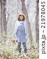 山菜採り 女性 林の写真 21978045