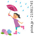 梅雨 傘をさす女の子 21981745