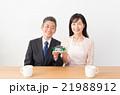 夫婦 中高年 住宅模型の写真 21988912