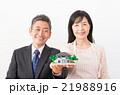 夫婦 中高年 住宅模型の写真 21988916