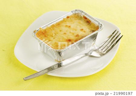 Lasagna in foil boxの写真素材 [21990197] - PIXTA