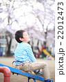 シーソーで遊ぶ子供 22012473