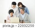 家族 パソコン インターネットの写真 22032250