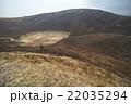 大室山、山焼きされた斜面と噴火口(超広角撮影) 22035294